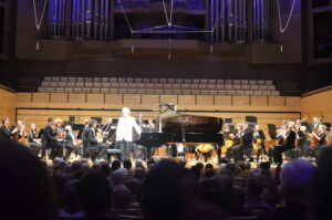 Anton takes a bow with Queensland Symphony Orchestra 2013